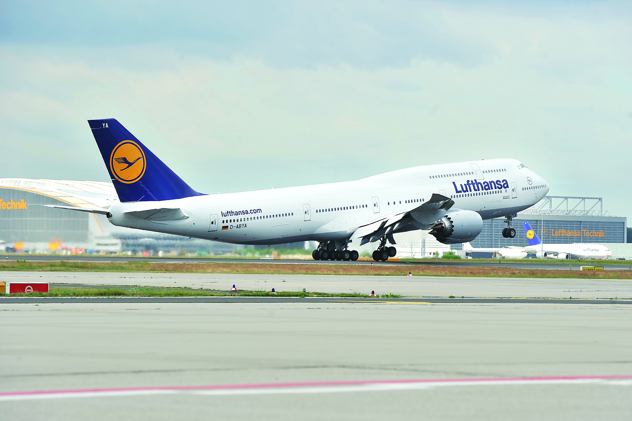 News lufthansa to cancel 895 flights in germany for Lufthansa direct flights to germany
