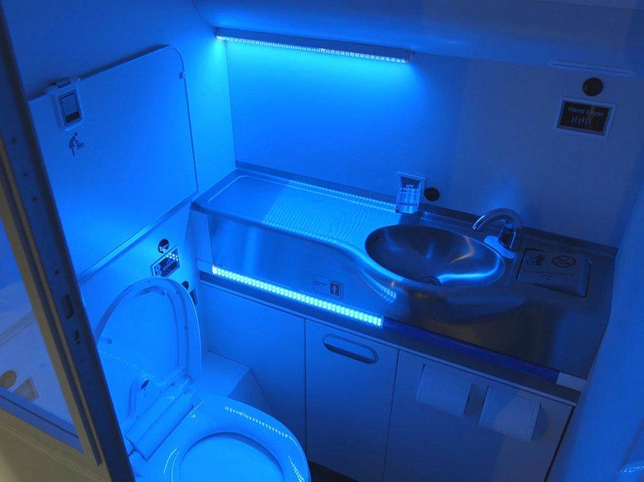 56d9ae133be7bc2f3e6061fa_boeing-airplane-bathroom