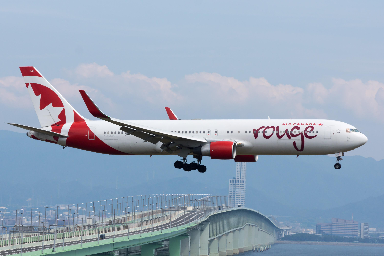 Air_Canada_Rouge,_B767-300,_C-FMWU_(18266033429)