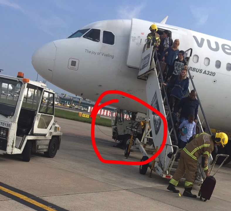 Emergency Vueling A320 Flight Vy8749 Was Damaged By A Tow
