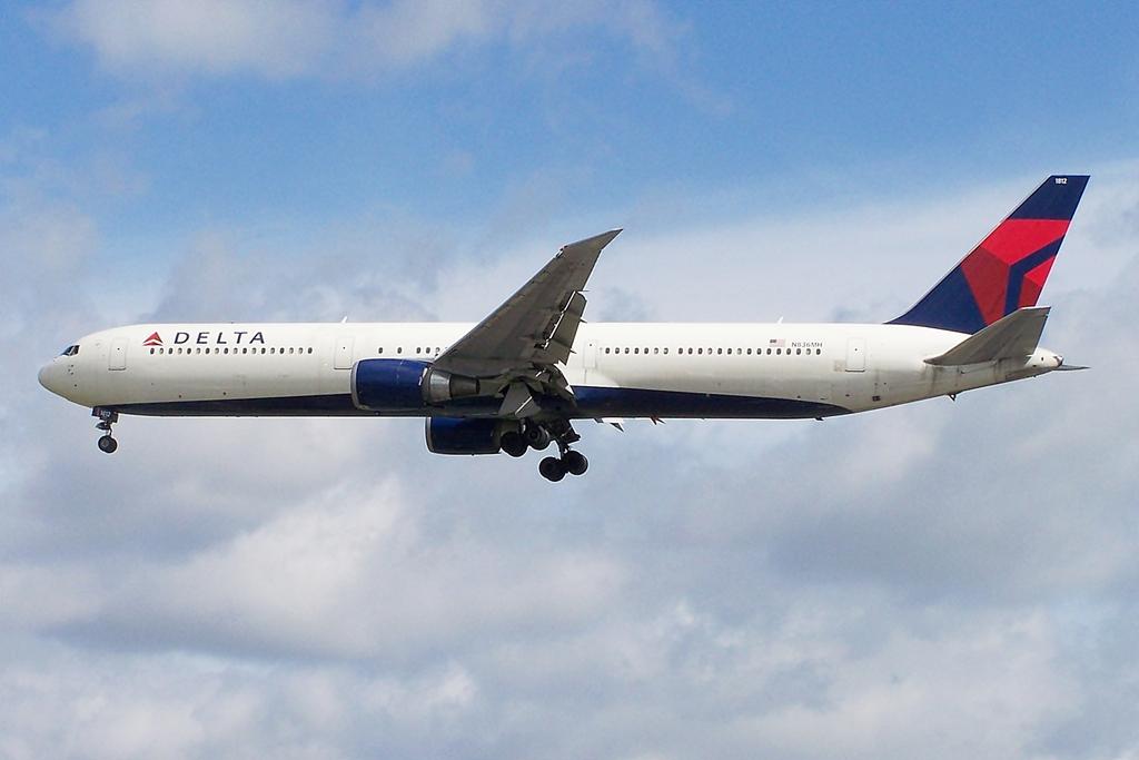 N836MH_Boeing_767-400_Delta_(7496769694)