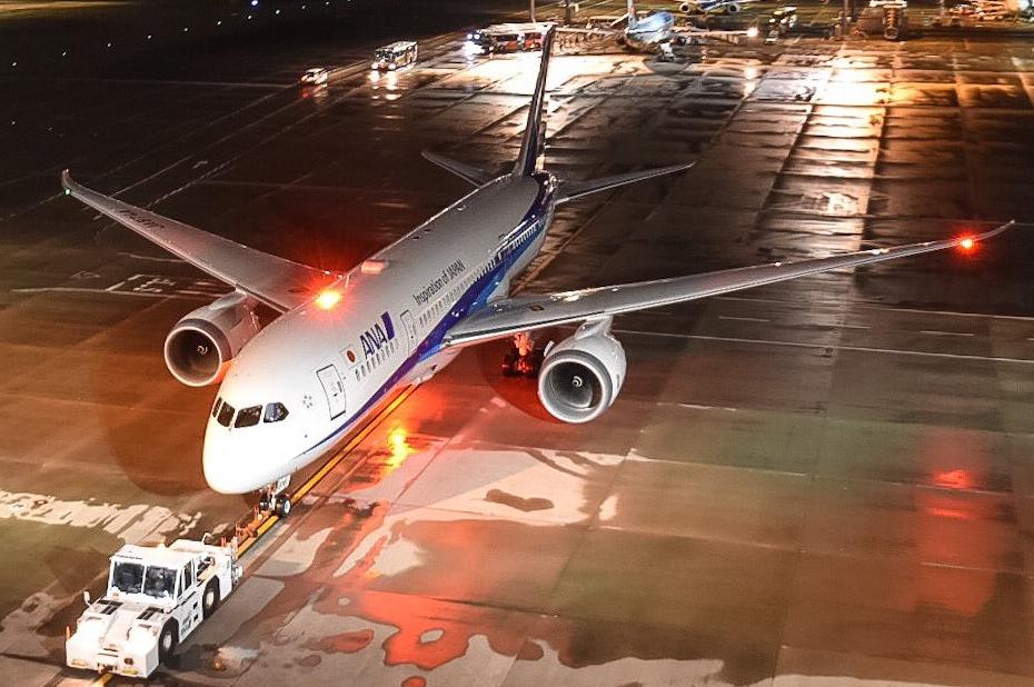 Departure under rain from Tokyo Haneda of flight #NH842 @tmnr815/Twitter