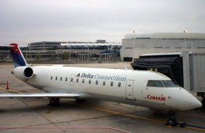 Comair_CRJ100ER_JAX_N941CA