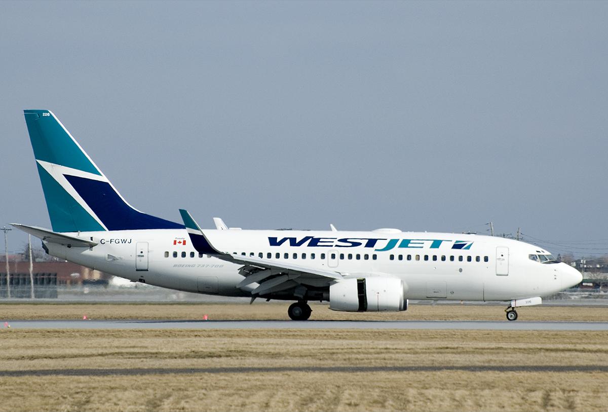 WestJet_737-700_at_YUL
