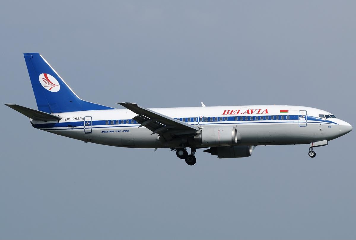 Belavia_Boeing_737-300_Bidini-1