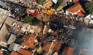 31/10/1996 Brasil, São Paulo, SP. Acidente aéreo da TAM. Na foto, vista aérea do local onde o avião da TAM caiu em São Paulo. - Crédito:SILVIO RIBEIRO/AGÊNCIA ESTADO/AE/Codigo imagem:8799