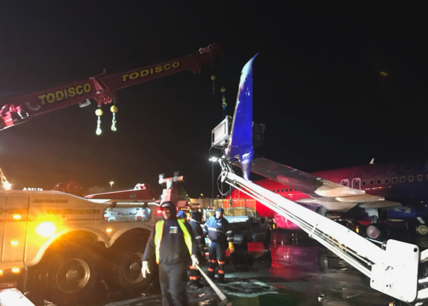 News De Icing Truck Hits Alaska Airlines Boeing 737 At