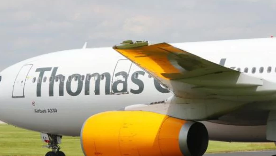flight engine oil with Emergency Thomas Cook Mt2652 Returned To Manchester After U Turn Over Ireland Due To Fuel Leak on Jds Black Box also Index together with Wooden Table together with Lubrication System Thermostatic Bypass besides Trent 1000 Presentation.