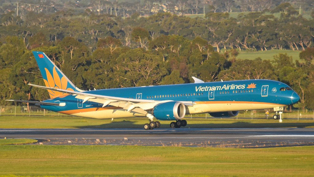 BREAKING A Vietnam Airlines Boeing 787-9 didn't deploy landing gear on final approach to Melbourne