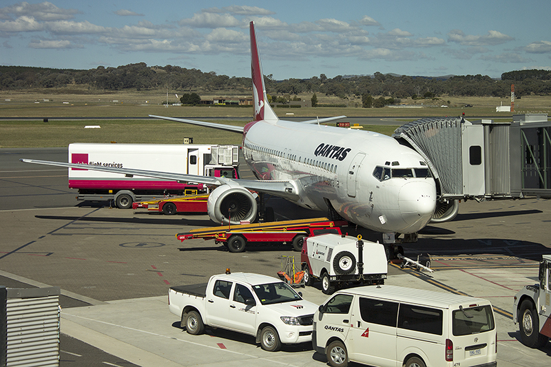 Qantas arrival times canberra airport webcam