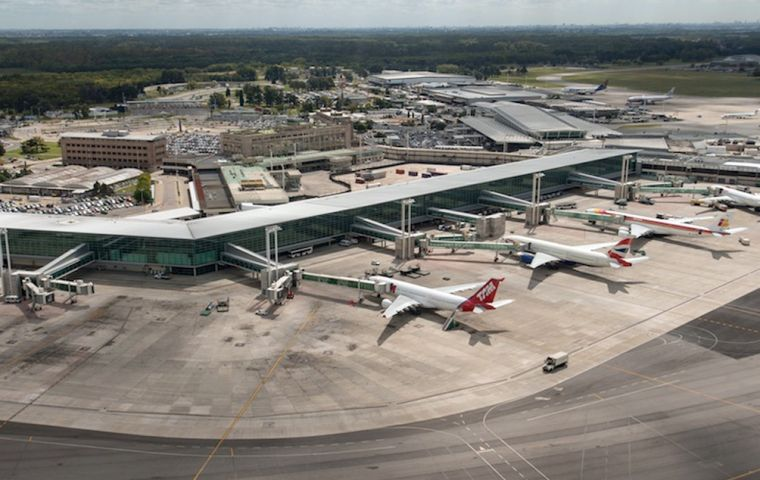 Man arrested after impersonating ATC at Buenos Aires Airport