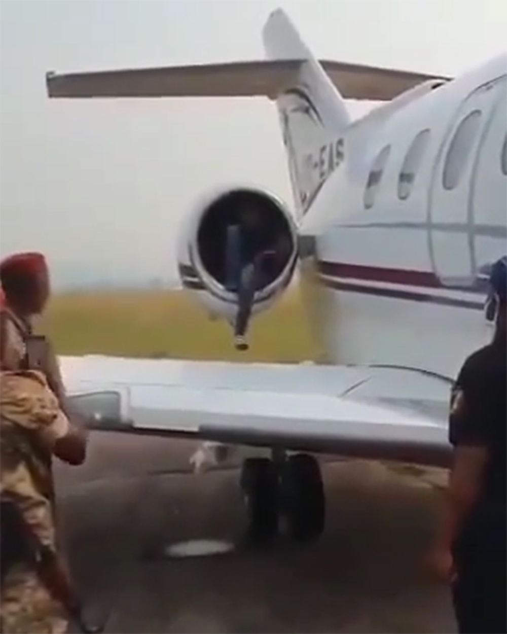 A teenager in Congo tried to travel to Europe by hiding in the engine of a plane - AIRLIVE