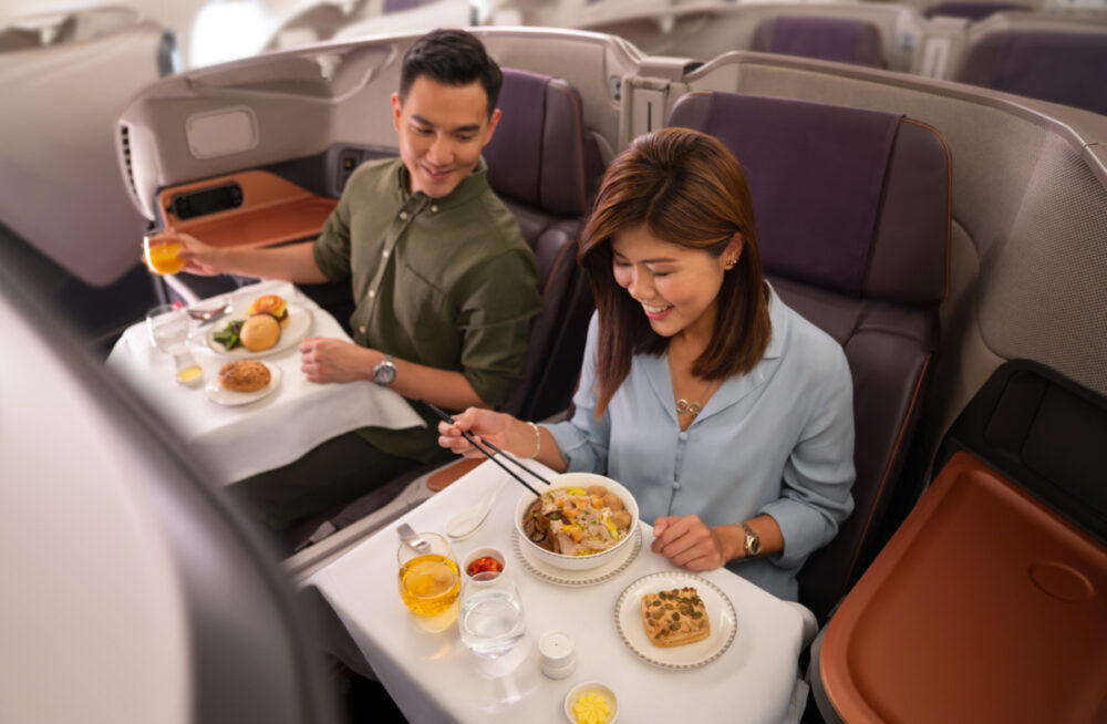 Pesawat tersebut diparkir di Bandara Changi dant idak terbang. Harga yang dipatok untuk bisa makan siang dalam pesawat tersebut berkisar USD 496 atau setara IDR. 7,3 Juta. Meski demikian, penawaran tersebut sangat diminati.