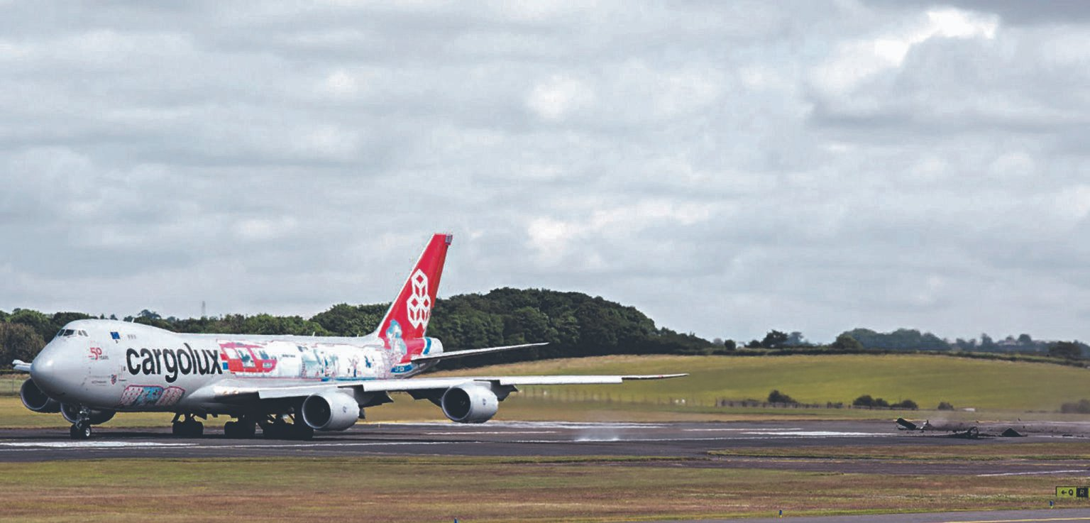 INCIDENT Cargolux Boeing 747 tears up runway as it prepared for takeoff at Prestwick Airport - AIRLIVE